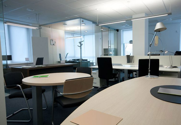 Glass Walls and Partitions - Three Attractive Design Benefits